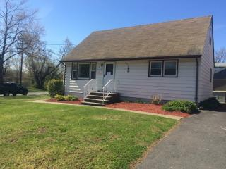 3 Turs Ct, Wallington, NJ 07057